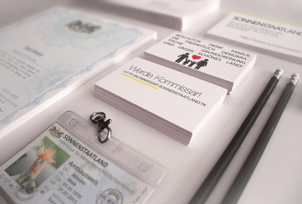 Schreibtisch Ausweis + Urkunde