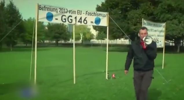 """Rüdiger Klasen beim """"staatenlos"""" Putschversuch auf der Reichstagswiese"""